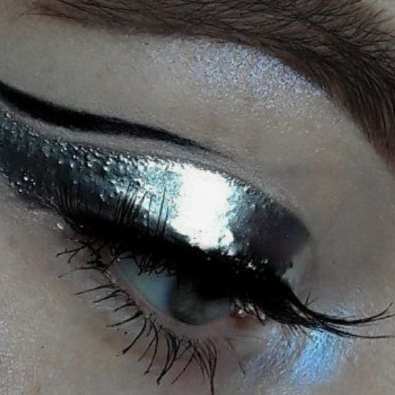 Eyeliner perfecto. The Artist Talents School