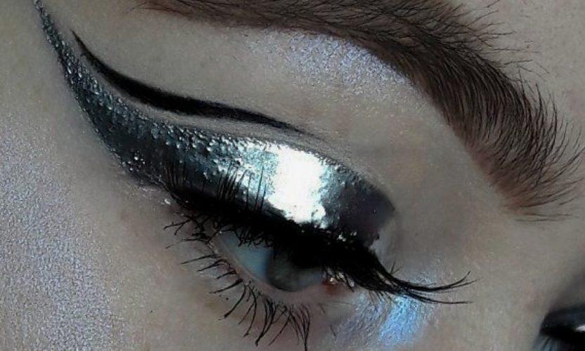 Eyeliner perfecto. The Artist Talents School
